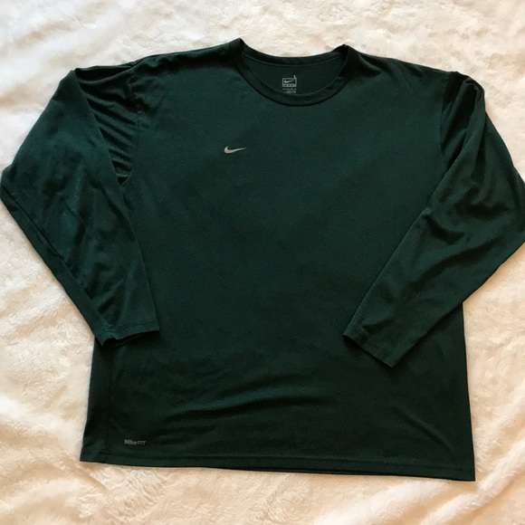 Nike Other - Nike team large Nikefit athletic top green